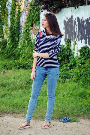 navy CNdirect sweater - pull&bear jeans - Zara sunglasses