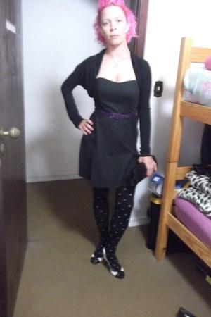 black dress - hot pink hair accessory - white heels