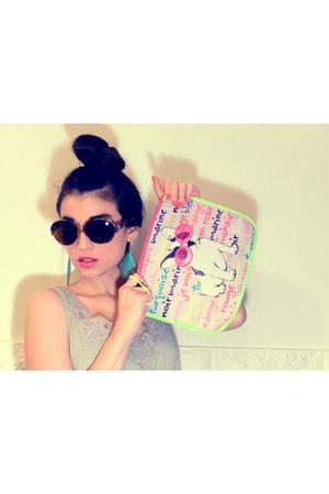 lona SIMONES bag - sunglasses Araceli Gonzalez eyerwear glasses