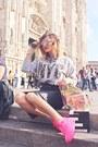Bubble-gum-bershka-bag-hot-pink-nike-sneakers-black-zara-skirt