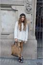 Vintage-hat-zara-leggings-loewe-bag-zara-heels-topshop-jumper