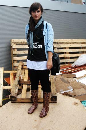 gray H&M bag - black adidas shirt - white shirt - black H&M leggings - brown Bor
