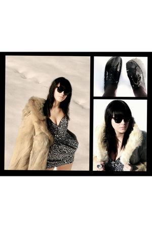 black Ray Ban accessories - white Zara dress - beige Mom coat - startas shoes -