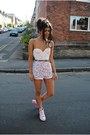 Light-pink-shorts-white-sleeveless-top-bubble-gum-converse-sneakers