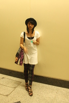 Zara hat - Kamiseta dress - Uniqlo leggings - Charles & Keith shoes