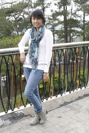 silver street wear boots - blue scarf - blue Forever 21 ring - white joe top - s
