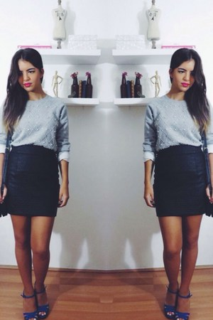 heather gray embellished Forever 21 sweatshirt - black leather Zara skirt
