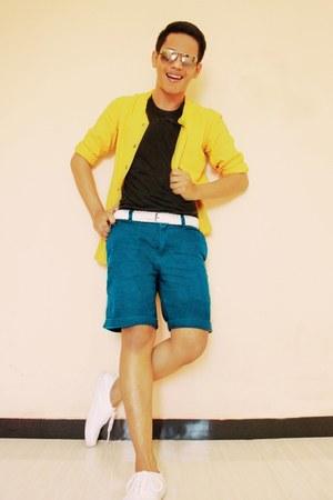 Lee Cooper shirt - Ray Ban sunglasses - H&M sneakers