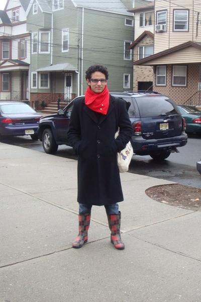 Armani Exchange glasses - Pnei Mgico scarf - Museum of Fine Arts Boston purse -