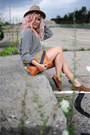 Urban-outfitters-hat-wink-and-winn-bag-bdg-shorts-olukai-flats