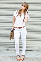 white Mango jeans - camel Springfield bag - tawny Mango sandals