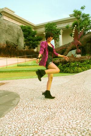 magenta brokat kebaya top - black fringe boots Anna Keyo boots