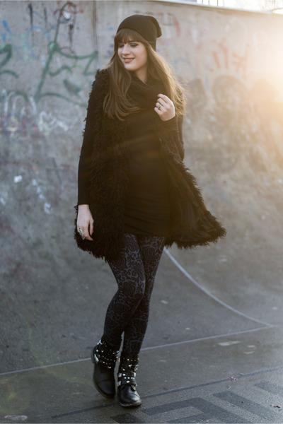 black H&M vest - black GINA TRICOT hat - navy asos leggings