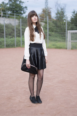 black pull&bear skirt - black Tamaris boots - off white PoppyLux blouse