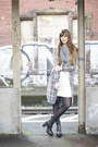 Black-tamaris-boots-off-white-reserved-dress