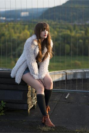 off white Primark jacket - tawny Melvin & Hamilton boots - black Primark socks