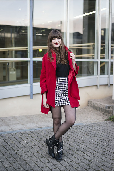 black Roland boots - red Chicwish coat - black H&M shirt