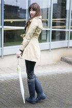 camel H&M coat - blue Hunter boots