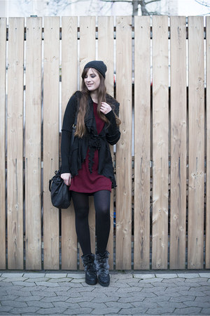 black liebeskind bag - ruby red Urban Outfitters dress