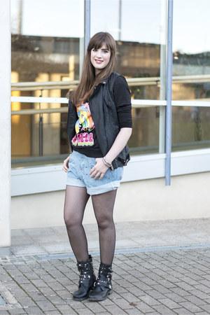 black romwe sweater - sky blue chicnova shorts