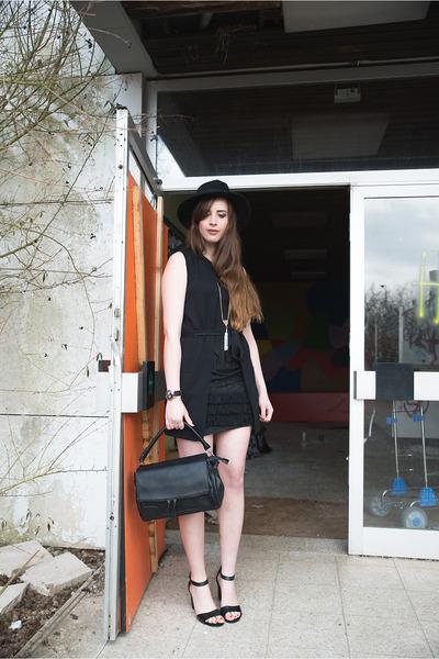 black Bershka skirt - dark gray misterlady hat
