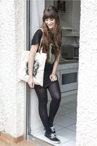black Item m6 leggings - neutral Kane Grey bag - black Kane Grey t-shirt
