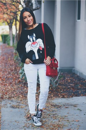 black sweatshirt - white jeans - black Converse sneakers