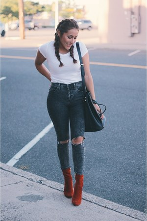 white shirt - tawny boots - black jeans