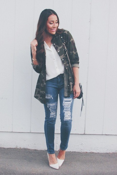 forest green camo romwe jacket - blue denim elle jeans - white heels