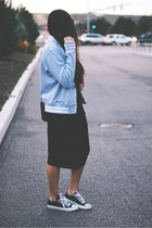 heather gray jacket - black Converse sneakers