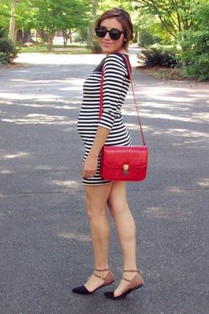 black f21 dress - red bag