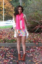 bubble gum Old Navy scarf - tawny Forever 21 boots - white Romwecom t-shirt
