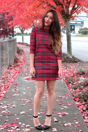 ruby red FRONT ROW SHOPCOM dress - black Forever 21 heels