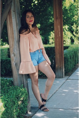 peach pompom makemechic blouse - blue denim shorts
