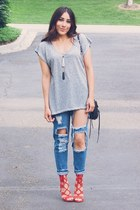 red JustFab heels - blue jeans - heather gray shirt