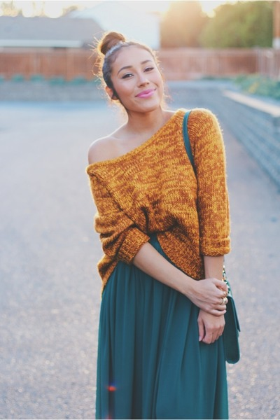 carrot orange cozy Relaxfeel sweater - forest green Chicwish skirt