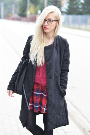 tartan skirt - long black coat coat