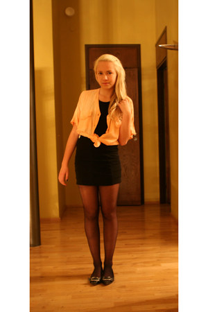 nude shirt - black skirt
