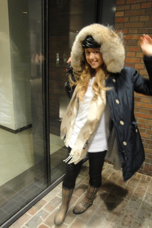 blue woolrich jacket - white DIY t-shirt - beige DKNY scarf - black Vero Moda le
