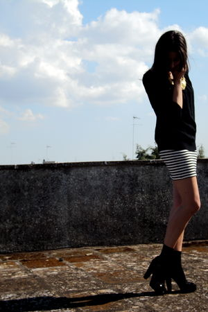 black Guess t-shirt - asos skirt - black Calzedonia socks - black Sonia Rykiel s