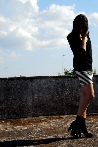 black Guess t-shirt - asos skirt - black Calzedonia socks - black Sonia Rykiel s