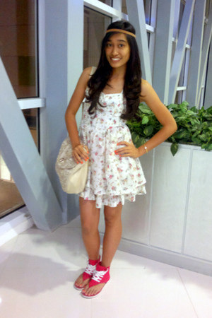 ivory Guess dress - beige alberto bag - red Converse sandals