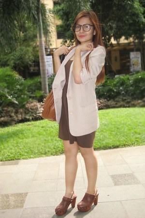tan blazer - crimson HDY dress - dark brown shoes - dark brown ASS SHOP glasses