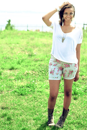 light brown DSW boots - ivory floral Forever 21 shorts