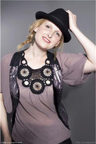 beige PLAN top - black PLAN vest - gold SIX earrings - black Only hat - black PL