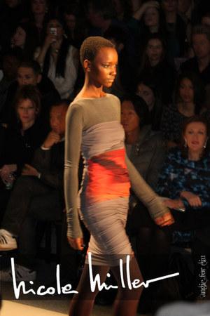 beige nicole miller dress