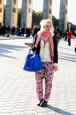 pink Bik Bok scarf - blue oxford bullboxer shoes