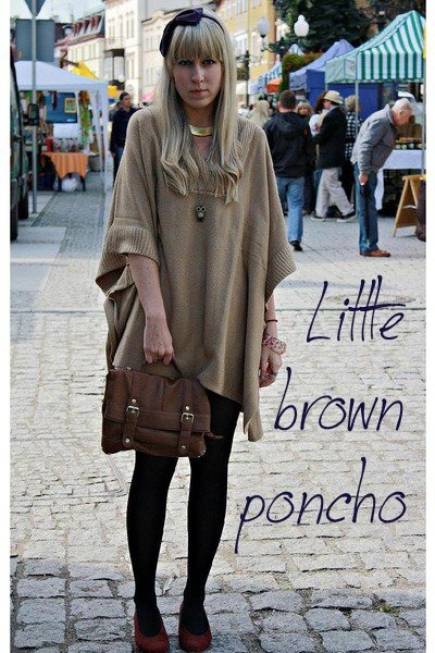 accessories - red shoes - gold tights - camel poncho