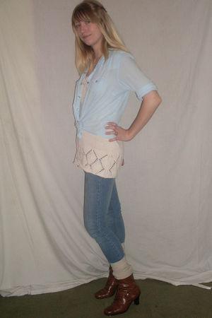blue shirt - beige shirt - blue jeans - beige socks - brown AMANDA boots - silve
