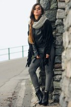 gray pied de poule Calzedonia leggings - black studded Jeffrey Campbell boots